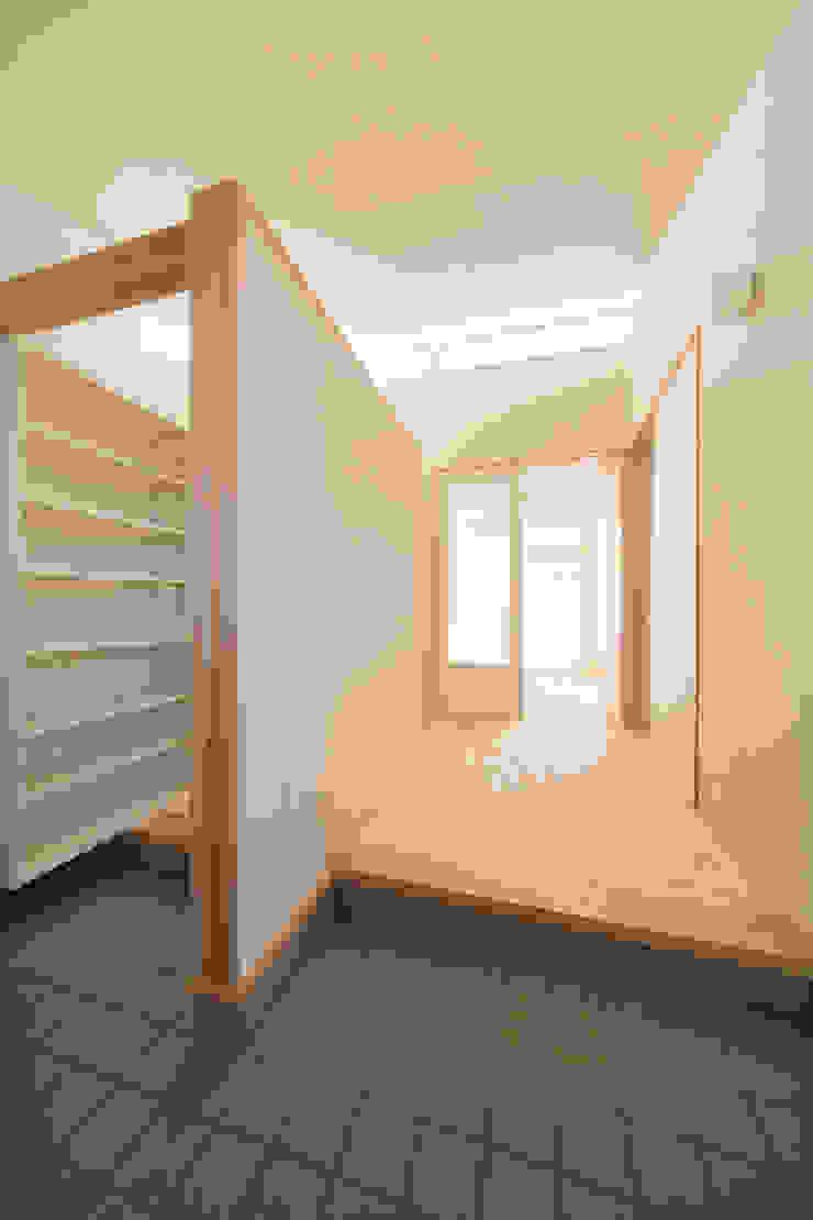 陽だまりの家 オリジナルスタイルの 玄関&廊下&階段 の 有限会社 宮本建築アトリエ オリジナル
