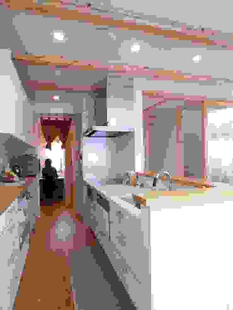 鷹匠町の家 モダンな キッチン の 株式会社 atelier waon モダン