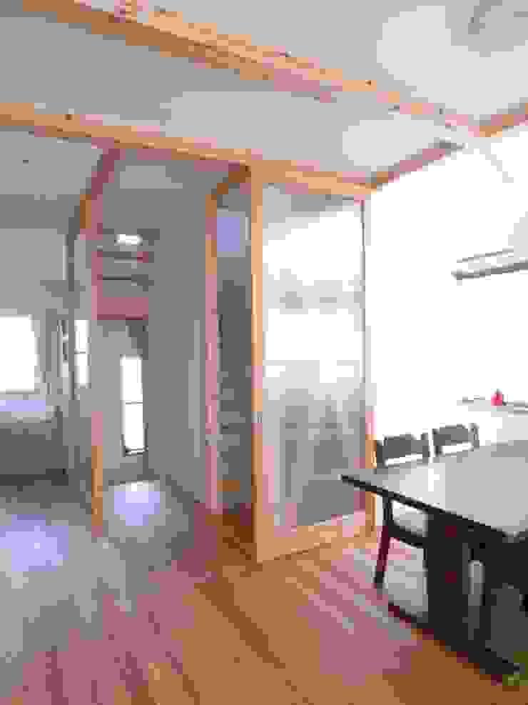 鷹匠町の家 モダンデザインの ダイニング の 株式会社 atelier waon モダン