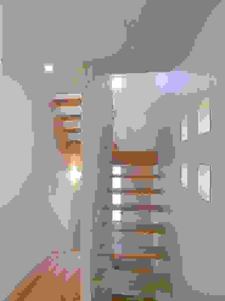 鷹匠町の家 モダンスタイルの 玄関&廊下&階段 の 株式会社 atelier waon モダン