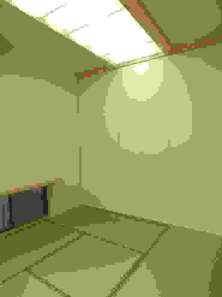 鷹匠町の家 モダンデザインの 多目的室 の 株式会社 atelier waon モダン