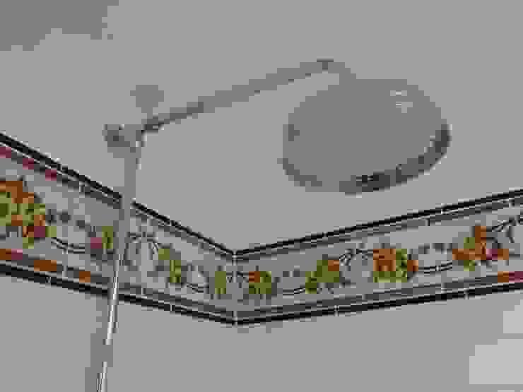 Converting Out Building into Shower Room Ванная в классическом стиле от Paul D'Amico Remodels Классический