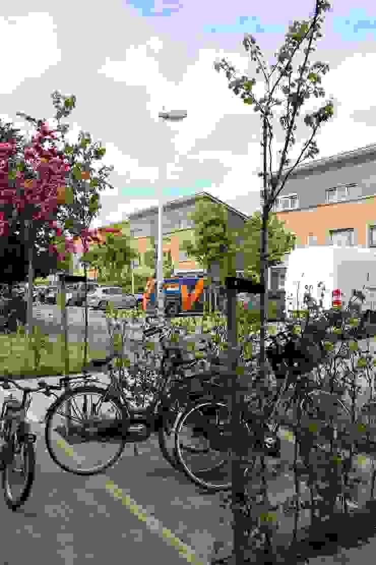 fietsenstalling Moderne tuinen van Buro Floris Modern