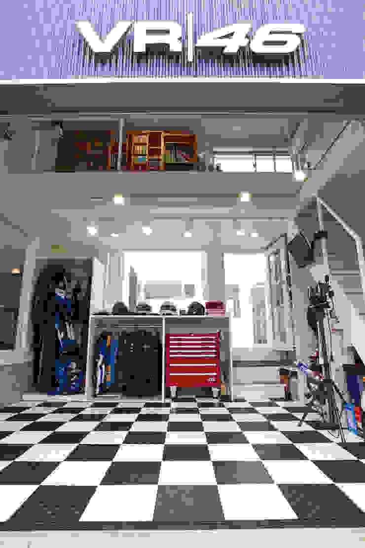 Moderne Garagen & Schuppen von tai_tai STUDIO Modern