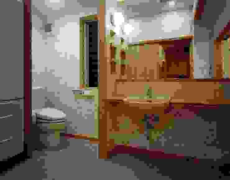南上町の家 モダンスタイルの お風呂 の 株式会社 atelier waon モダン