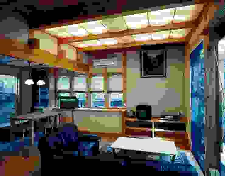 南上町の家 モダンデザインの リビング の 株式会社 atelier waon モダン