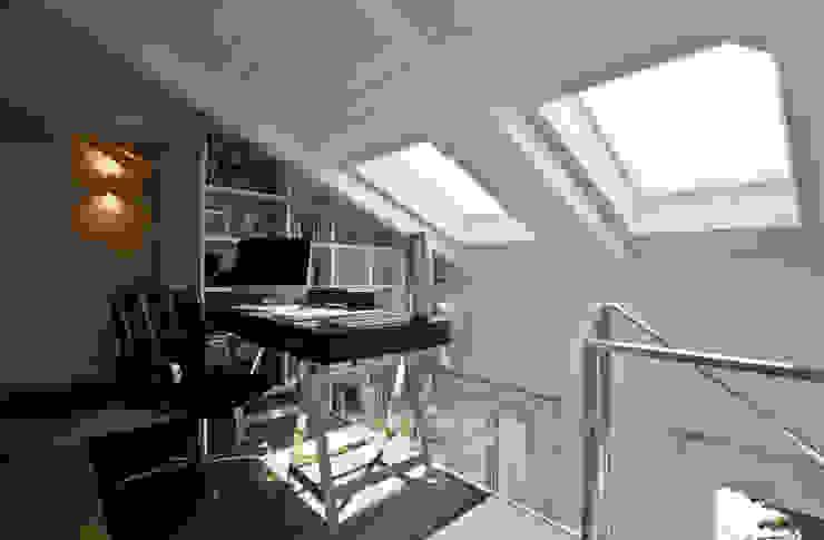 Ruang Keluarga oleh bilune studio, Eklektik