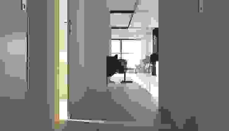 Апартаменты в стиле Лофт Коридор, прихожая и лестница в стиле лофт от Архитектурное бюро DR House Лофт