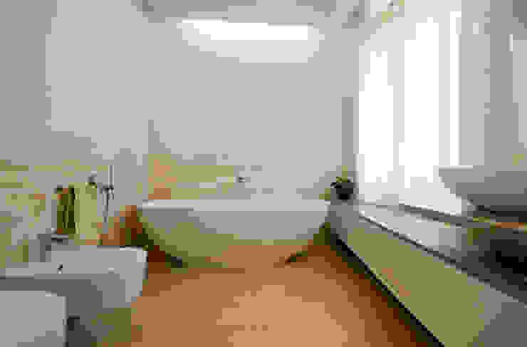 Eklektyczna łazienka od bilune studio Eklektyczny
