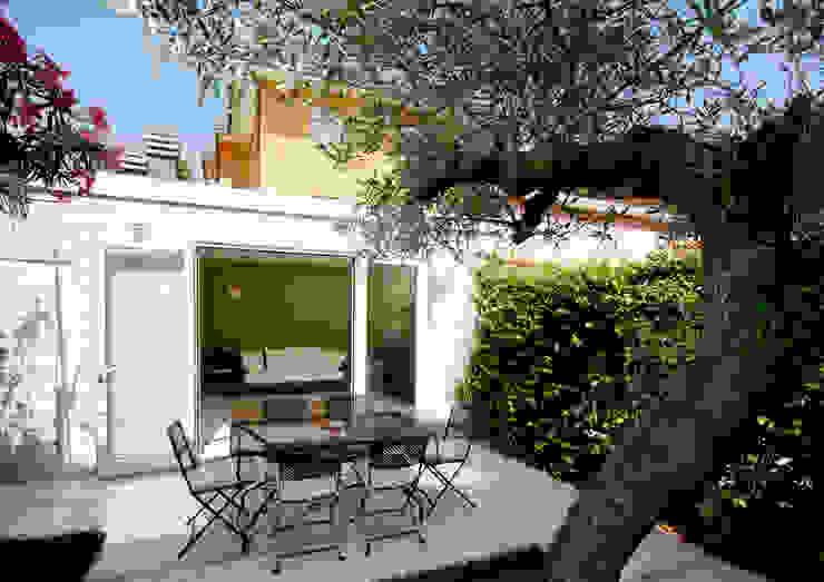 Eclectic style garden by bilune studio Eclectic