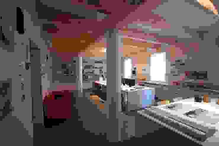 Oficinas de estilo  por Paolo Briolini Architettura , Minimalista