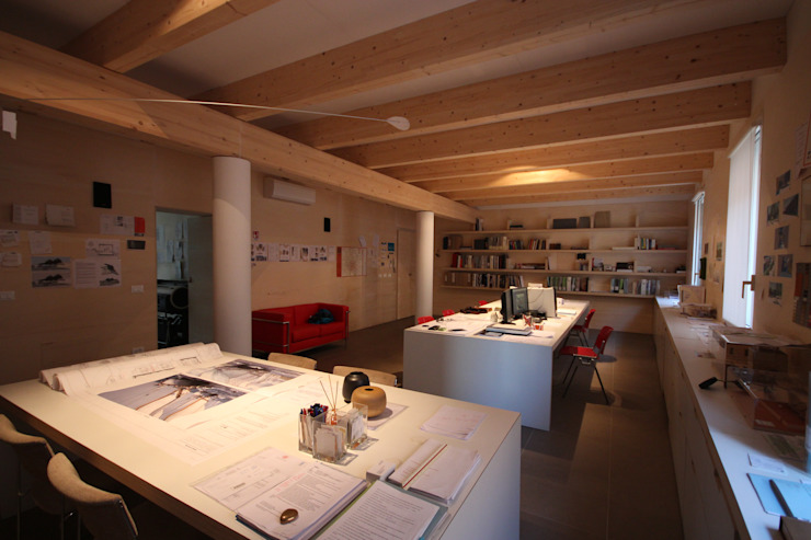 Escritórios minimalistas por Paolo Briolini Architettura Minimalista