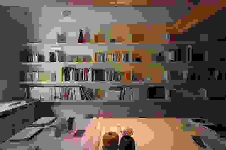 ミニマルデザインの 書斎 の Paolo Briolini Architettura ミニマル