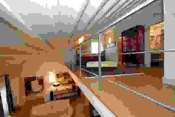 Modern corridor, hallway & stairs by bilune studio Modern