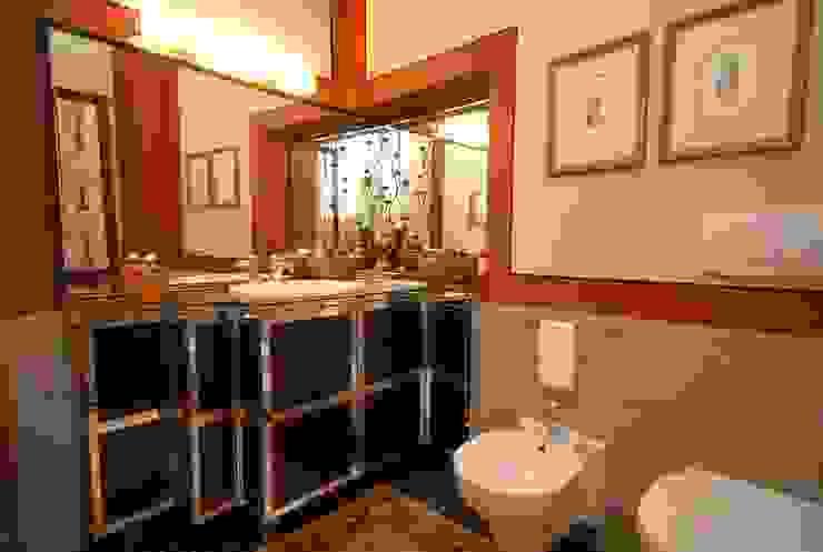 Banheiros modernos por bilune studio Moderno