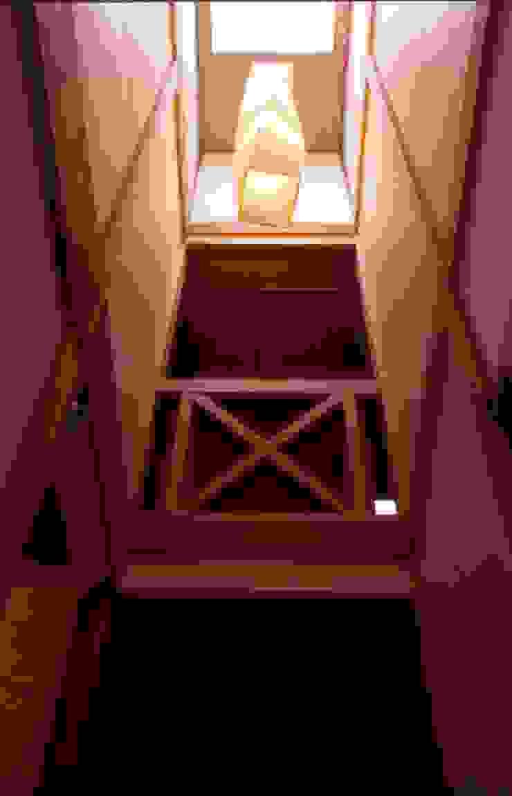 階段吹抜。 オリジナルスタイルの 玄関&廊下&階段 の 酒井光憲・環境建築設計工房 オリジナル 木 木目調