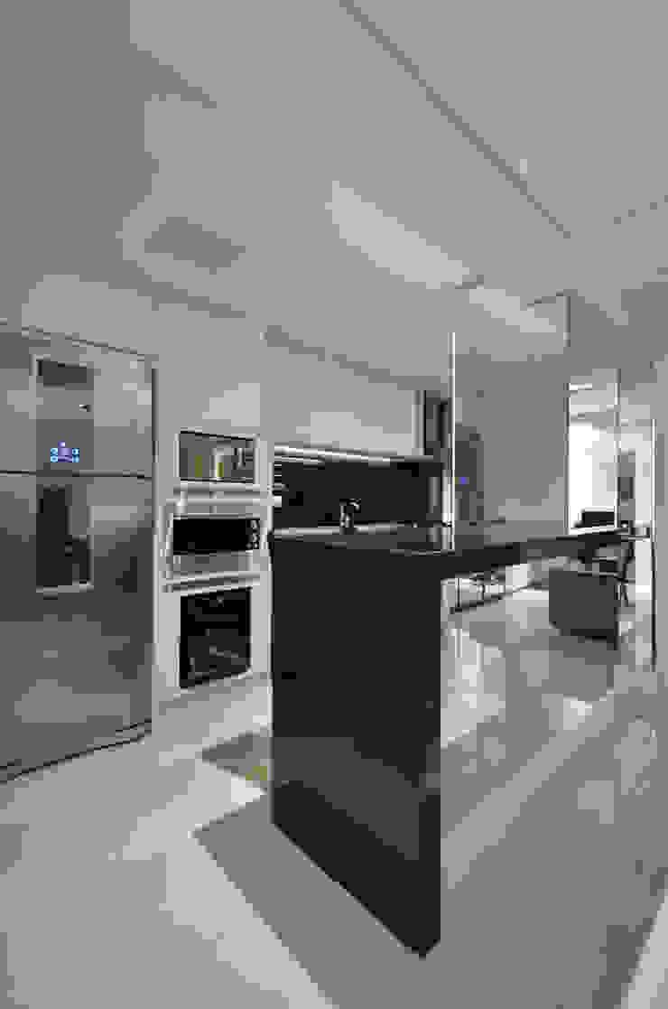 Cozinha por Gabriela Pires Arquitetura Moderno MDF