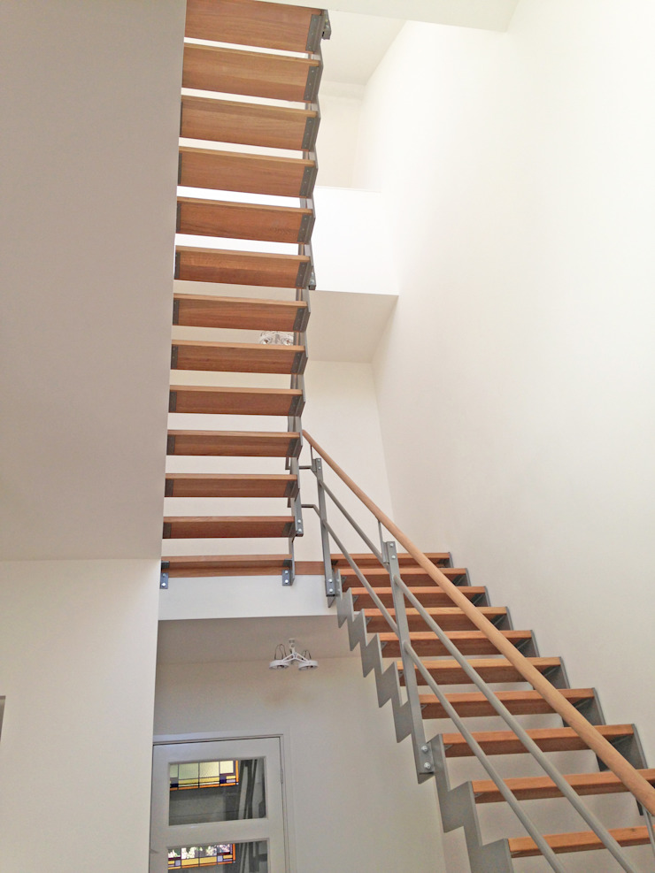 Moderne woning in een klassiek jasje Moderne gangen, hallen & trappenhuizen van Raak Architecten.nl Modern