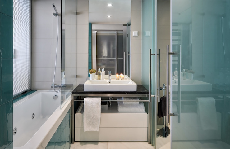 Modern Bathroom by Silvia Costa | Arquitectura de Interiores Modern