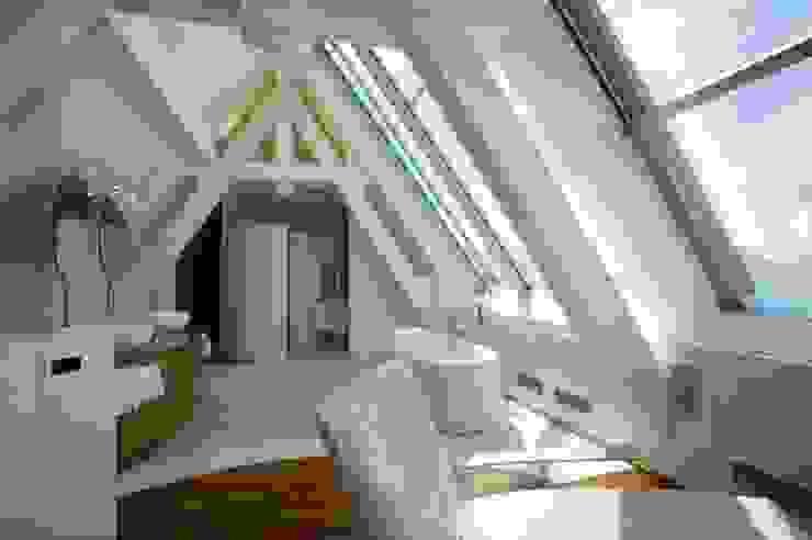 Baños modernos de FiAri Moderno