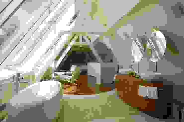 Baños de estilo  de FiAri, Moderno