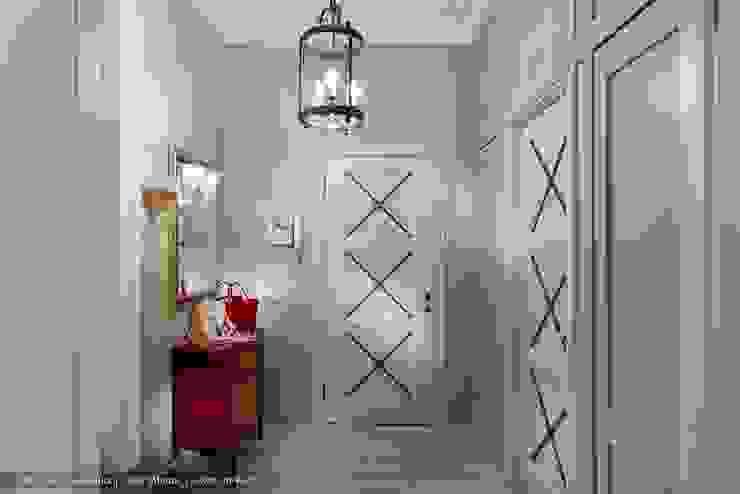 Трехкомнатная квартира в центре Петербурга в традиционном стиле Коридор, прихожая и лестница в классическом стиле от Ольга Кулекина - New Interior Классический