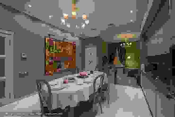 Трехкомнатная квартира в центре Петербурга в традиционном стиле Гостиная в классическом стиле от Ольга Кулекина - New Interior Классический