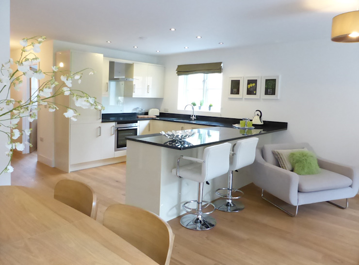Church Mews, Hartland, Devon Modern style kitchen by The Bazeley Partnership Modern