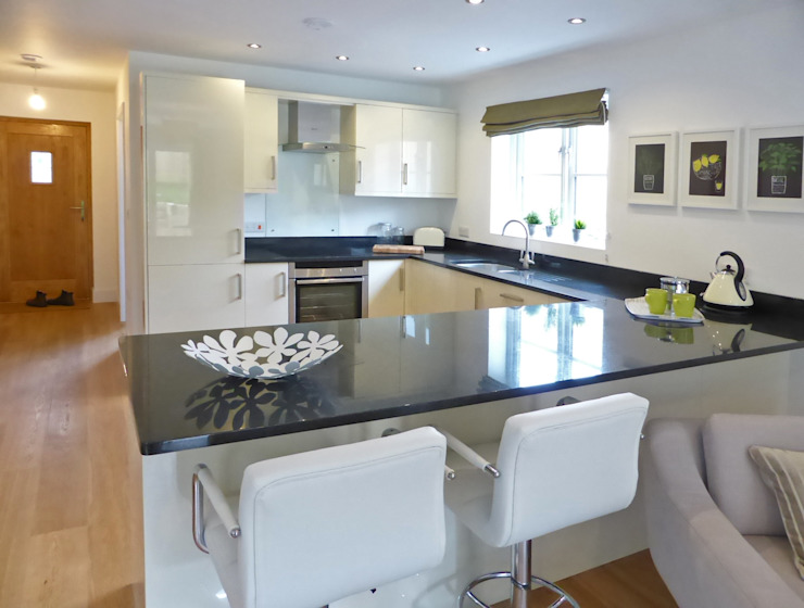 Church Mews, Hartland, Devon:  Kitchen by The Bazeley Partnership