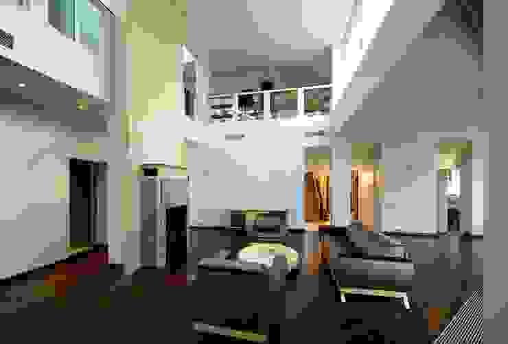 Индивидуальный жилой дом в Самаре Гостиная в стиле модерн от Архитектурное бюро А-Лен Модерн