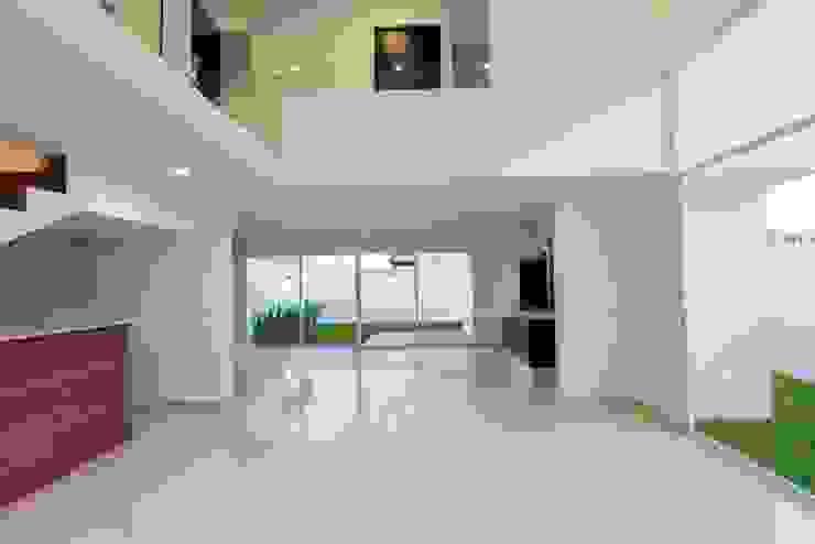 Espacios Paredes y pisos de estilo minimalista de JF ARQUITECTOS Minimalista
