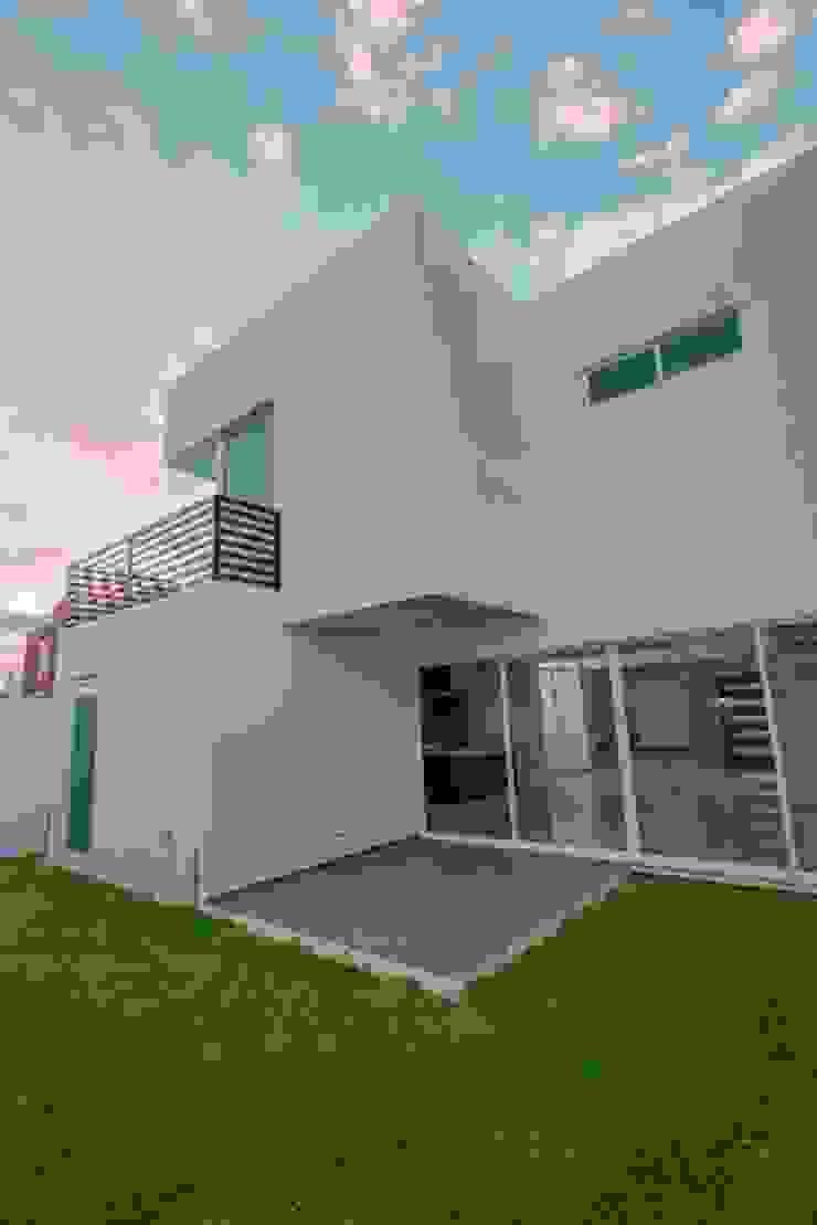 Jardín y Fachada Trasera Casas minimalistas de JF ARQUITECTOS Minimalista