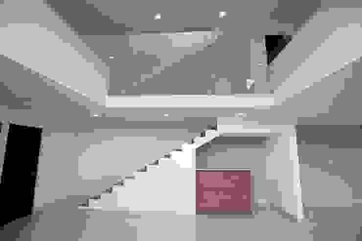 Escaleras Pasillos, vestíbulos y escaleras minimalistas de JF ARQUITECTOS Minimalista