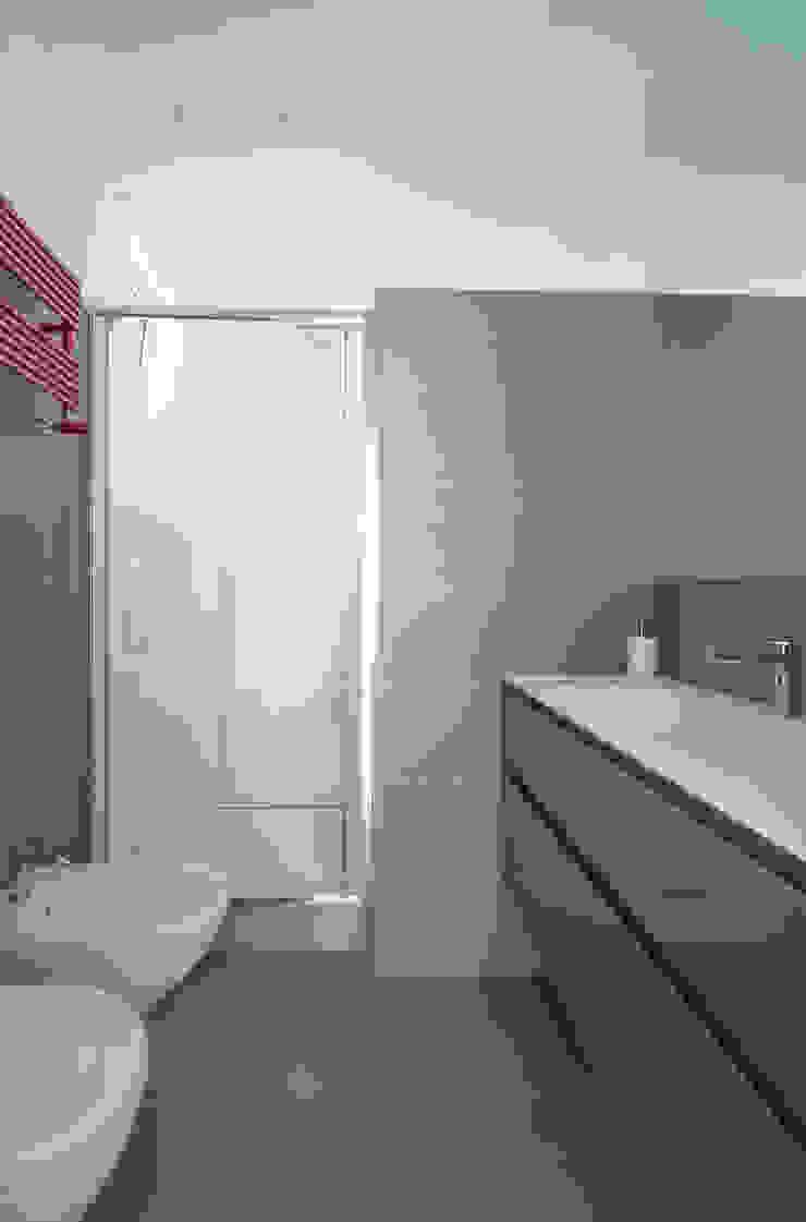 Appartamento C&F Bagno moderno di Marcella Pane Moderno