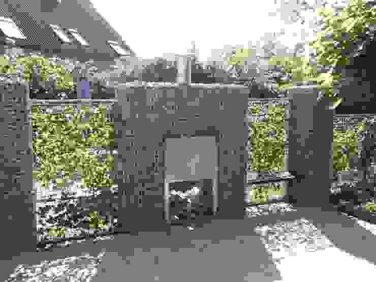 Modern garage/shed by Gardeco Modern