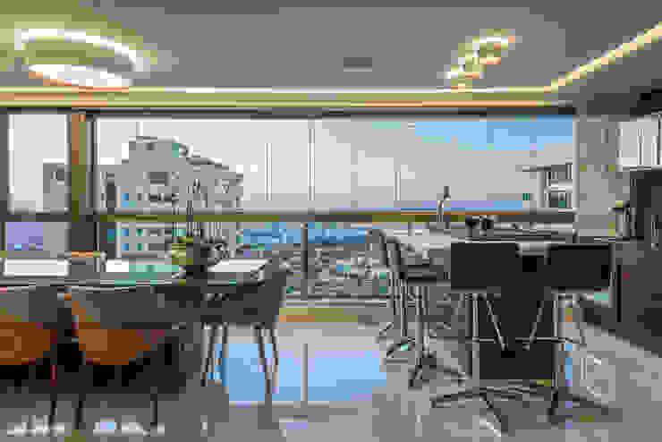 Modern style balcony, porch & terrace by Interiores Iara Santos Modern