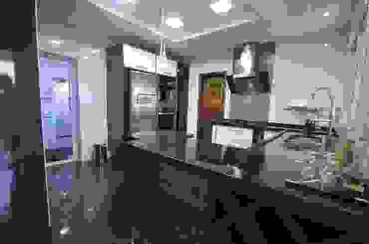 Casa BV Cozinhas modernas por CLM Arquitetos Associados LTDA Moderno