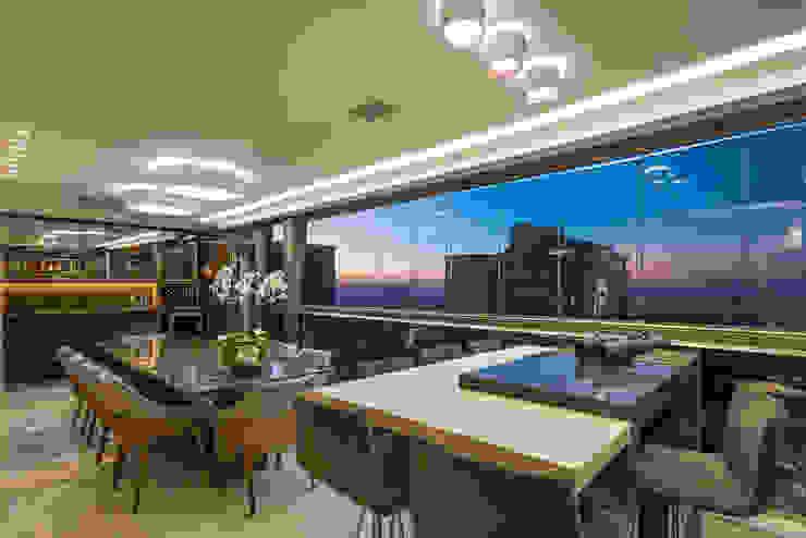Balkon, Beranda & Teras Modern Oleh Interiores Iara Santos Modern