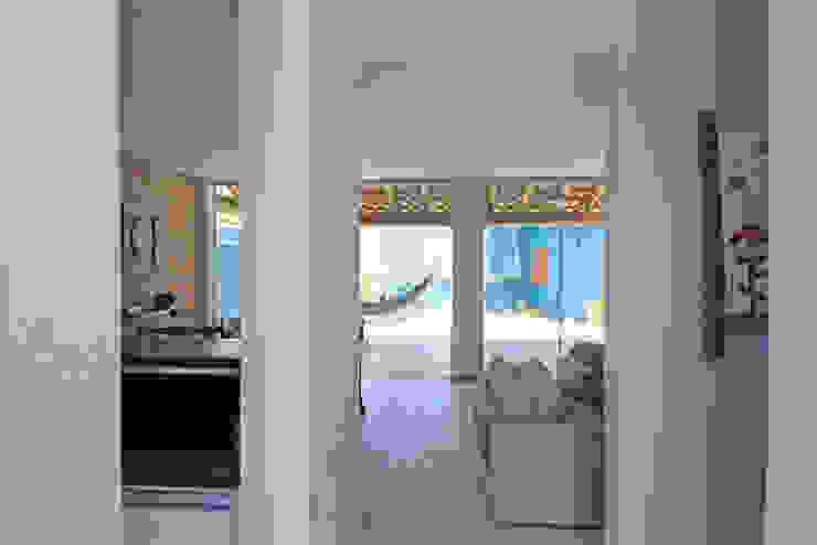 Hành lang, sảnh & cầu thang phong cách mộc mạc bởi RAC ARQUITETURA Mộc mạc