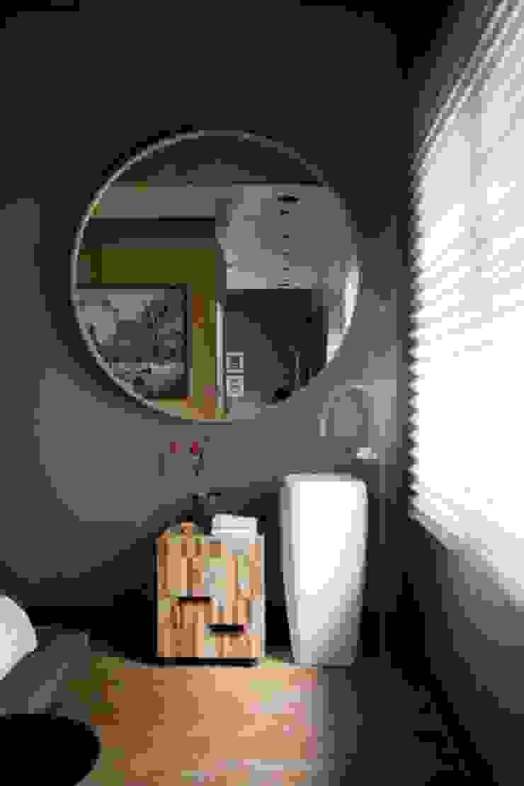 Banheiro desmembrado Banheiros escandinavos por Patricia Martinez Arquitetura Escandinavo