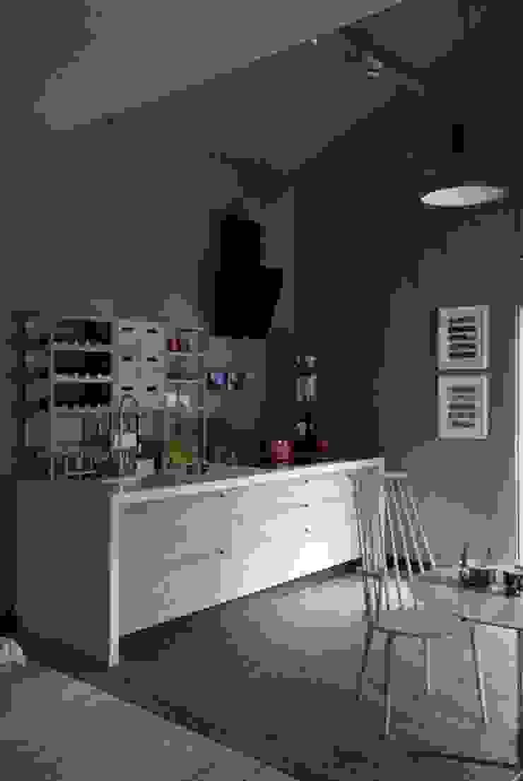 Cozinha com aspecto friendly Cozinhas escandinavas por Patricia Martinez Arquitetura Escandinavo