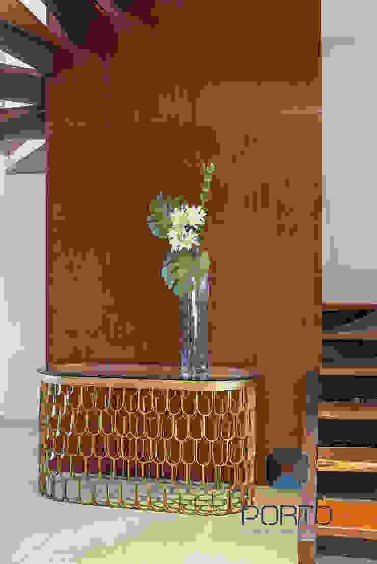 Couloir, entrée, escaliers originaux par PORTO Arquitectura + Diseño de Interiores Éclectique