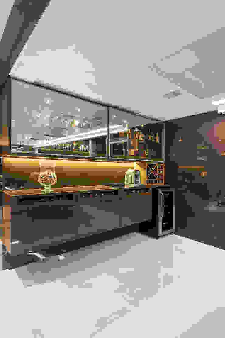 Ruang Penyimpanan Wine/Anggur Modern Oleh Interiores Iara Santos Modern