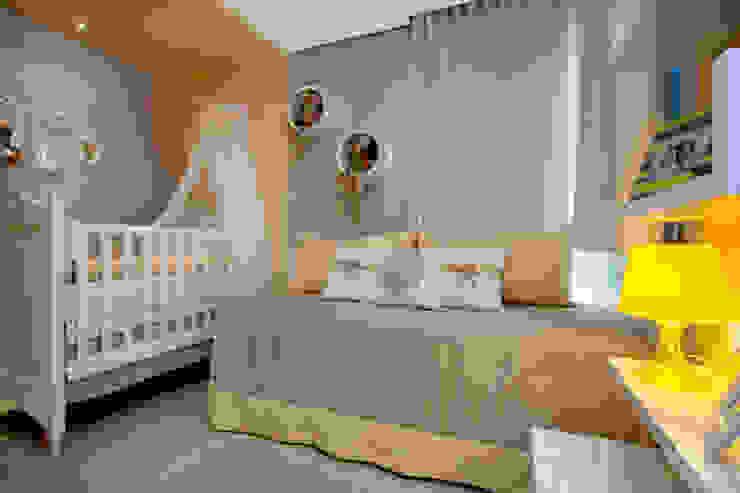 Minimalist nursery/kids room by Arquiteta Raquel de Castro Minimalist