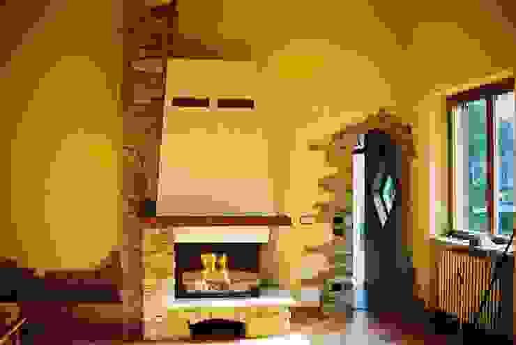 Fabio Comini Rustic style living room Stone Yellow