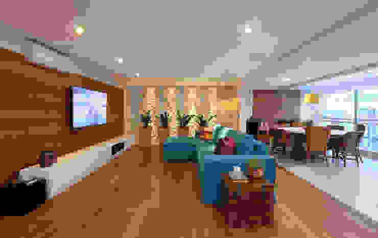 Cobertura VL Salas multimídia modernas por Studio Novak Moderno