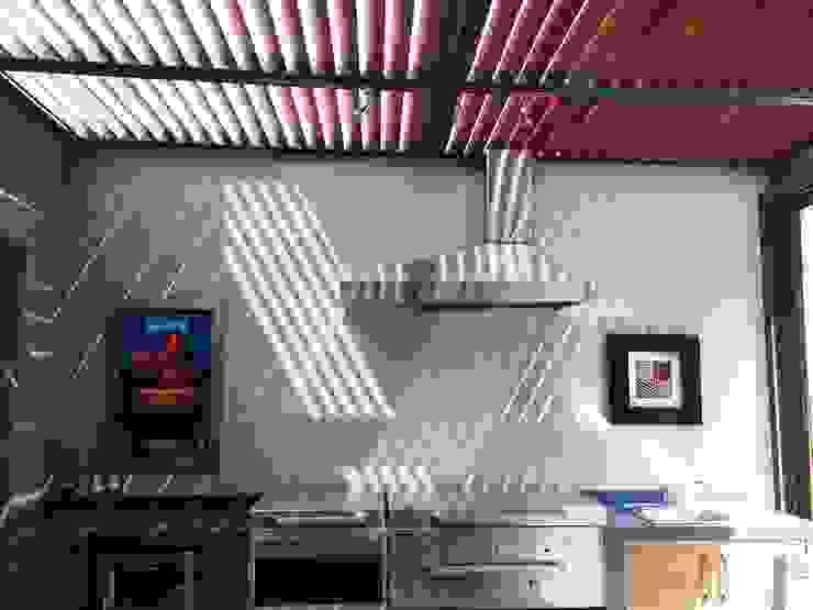 Pérgola Garajes modernos de Productos Cristalum Moderno Aluminio/Cinc