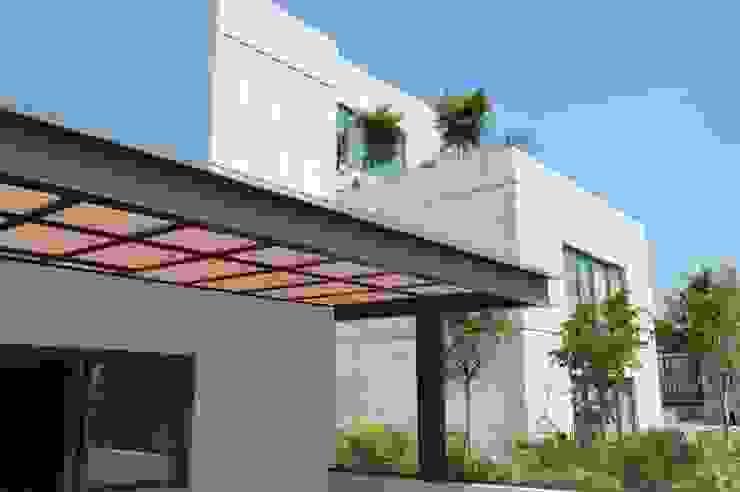 Pérgola Balcones y terrazas modernos de Productos Cristalum Moderno Aluminio/Cinc