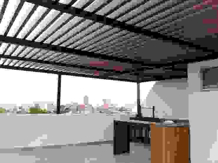 Pergolas Balcones y terrazas modernos de Productos Cristalum Moderno Cerámico
