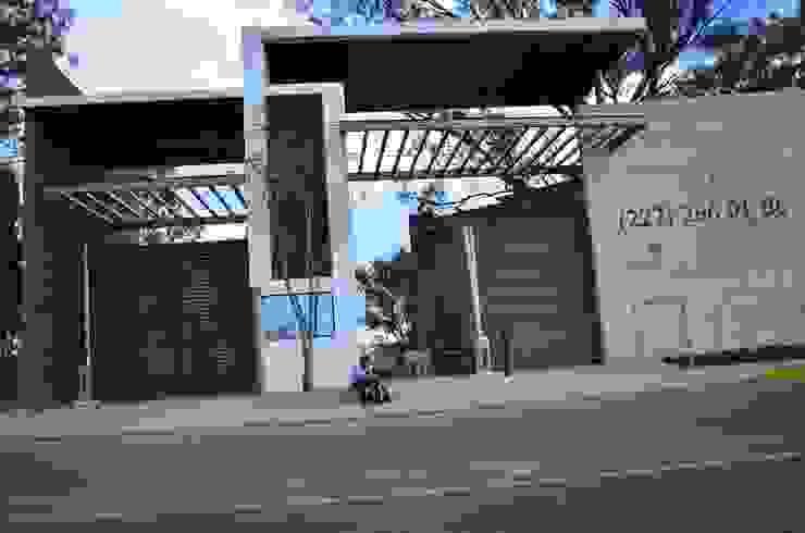 Conjunto Residencial Rinconada de fresnos Casas modernas de taven Moderno